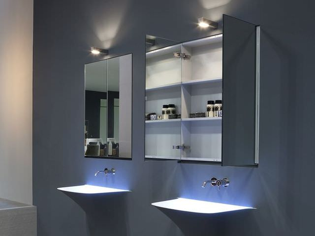 Зеркальный шкафчик